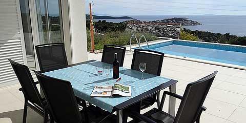 Privater Pool Mit Panorama Meerblick, 3 Schlafzimmer Mit Terrasse U0026  Meerblick Sowie Privatem Bad, 2 Wohnzimmer, 2 Marken Küchen. Eine Küche  Verfügt Zudem ...